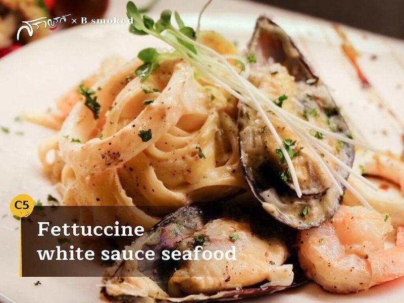(C5) Fettuccine white sauce seafood (เฟตตูชินี ไวท์ ซอส ซีฟู้ด)